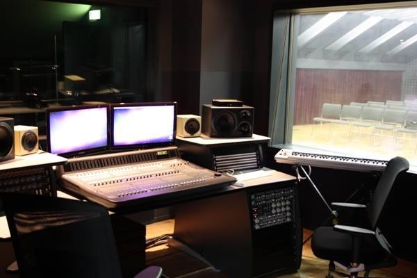 CDM STUDIO 1